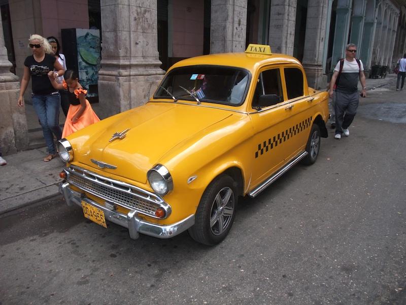 Charming British vintage Vauxhall taxi - VisitCuba.com